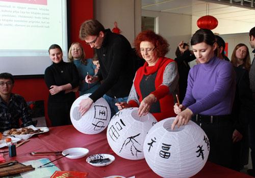 Xi backs Confucius Institutes' improvement on celebration