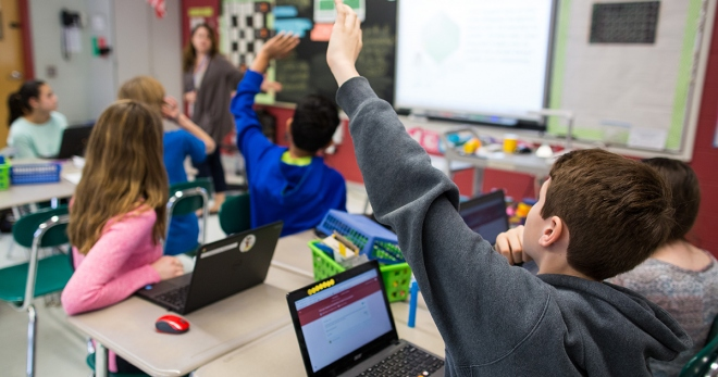 Find Out How Digital Signage is Changing The Way Students Learn in Schools