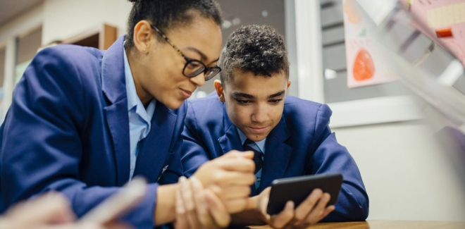 5 Experts: Should Mobile Phones Be Banned In Schools?